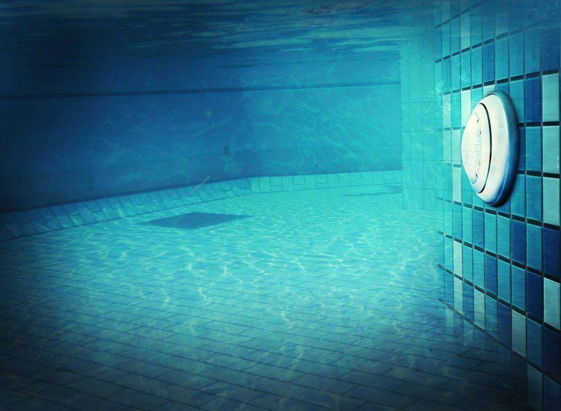 Lampe LED pour éclairer sa piscine